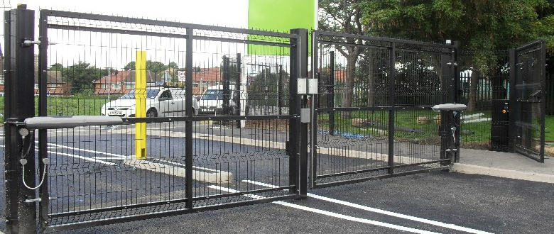 Automatic swing gates electric powered