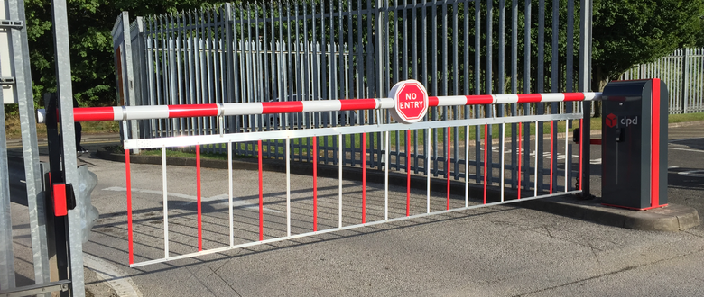 Para-T series rising traffic barrier with lower curtain | Traffic Barriers up to 7m